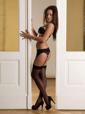 Safaa luxus escort in Krefeld